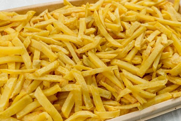 Platou cu cartofi prajiti